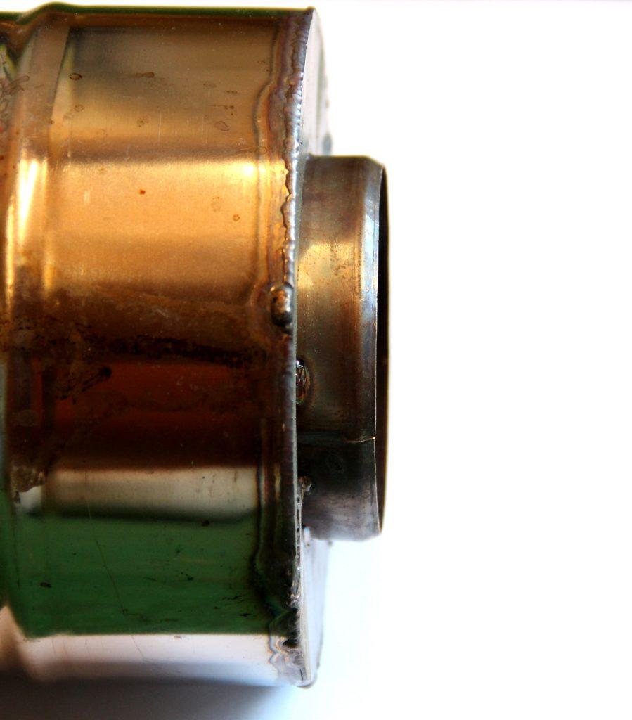 Schornstein mit eingeschweißtem Edelstahl Blech von der Seite